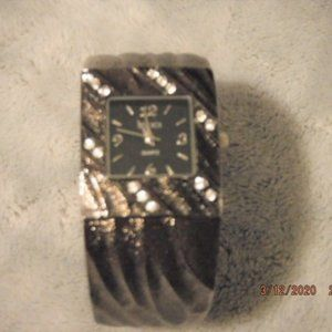 Dark Silver Studio quartz watch